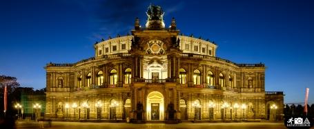 Semper Oper in Dresden bei Nacht