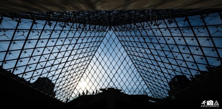 Glaspyramide im Louvre